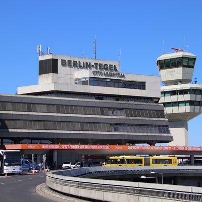 Unterschätzt: Flughafen Berlin Schönefeld (SXF)  Unterschätzt: ...