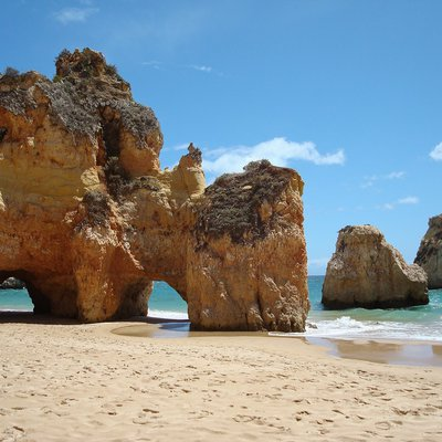 Sandstrand in der Algarve in Portugal